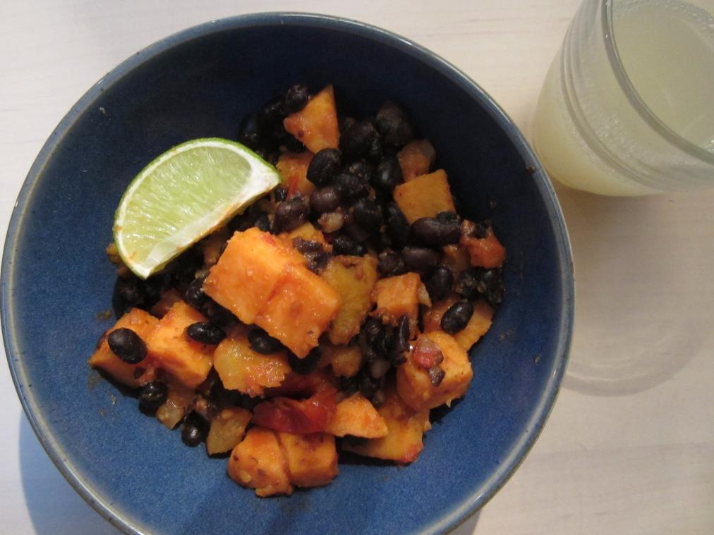 søtpotet og sorte bønner med salsa